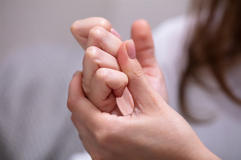 Culture Story: Myth Cracking your knuckles gives you arthritis