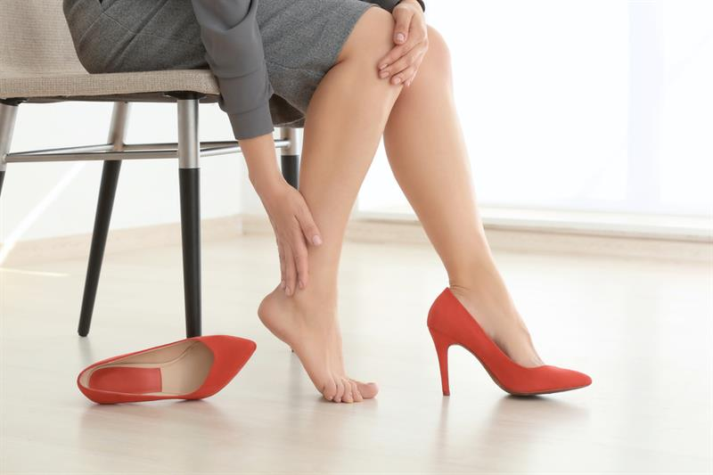 health Story: One more factor influencing our body aboard is lack of mobility. Blood stagnation comes when you do not walk and can not properly stretch your legs for a long time. This can cause swelling and even clotting.