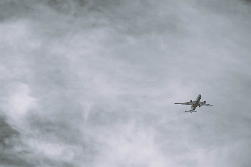 Society Story: #3 Can a plane fly without engines?