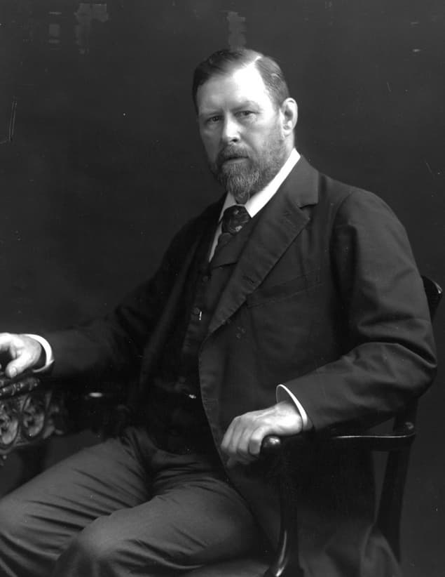 """History Story: #2 Oscar Wilde and Bram Stoker, the renowned author of """"Dracula"""", were involved in a love triangle"""