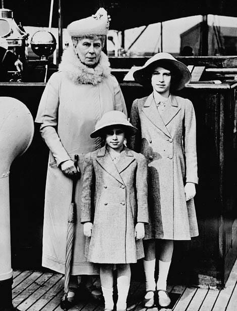 History Story: #5 Queen Mary with Princess Elizabeth and Margaret