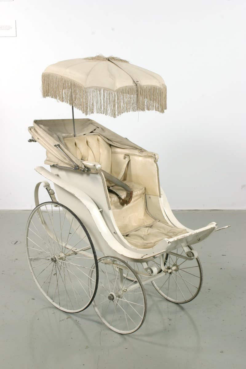Science Story: #1 A baby stroller created at the end of the 19th century: