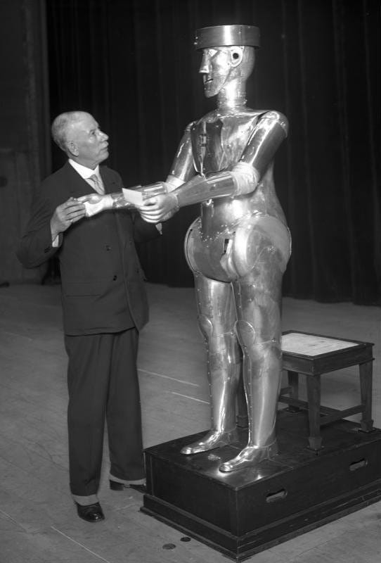 Science Story: #2 George, one of the first robots, 1932: