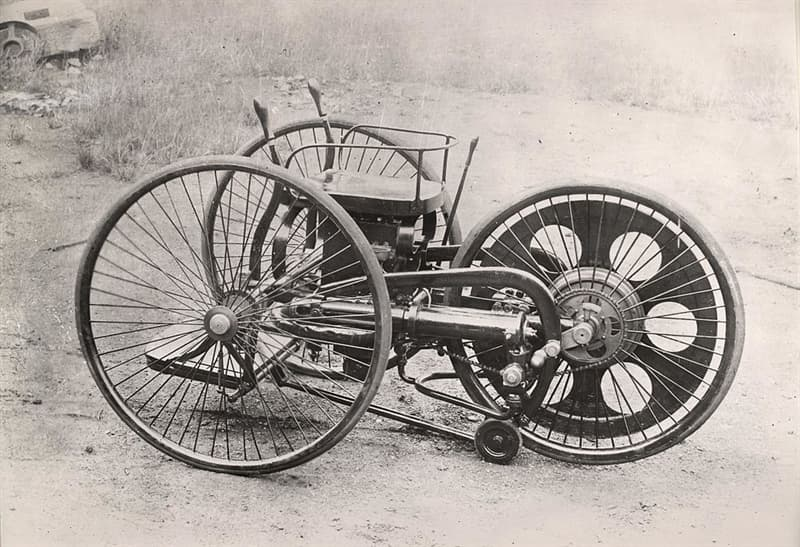 Science Story: #3 The first motorcycle, 1885: