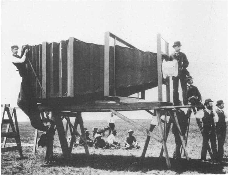 Science Story: #7 This giant camera was created in 1900 by George R. Lawrence to take a picture of a train for the Paris Exhibition: