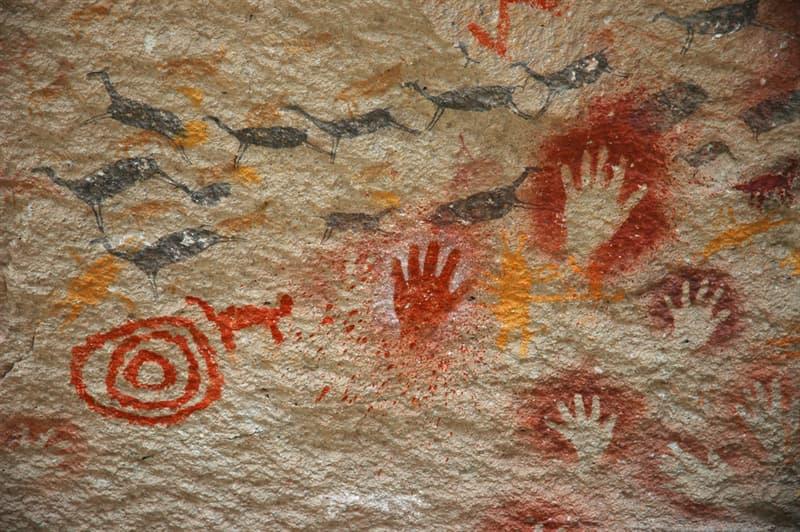 Geografía Historia: ¿Cuál fue el primer grupo aborigen que se asentó en Colombia? ¿Con qué otra cultura estaba relacionada?