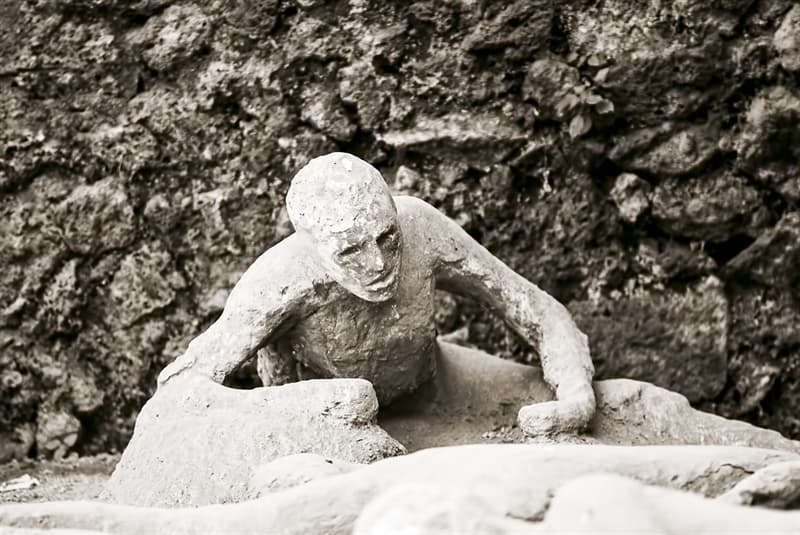 History Story: How did the people of Pompeii become frozen?