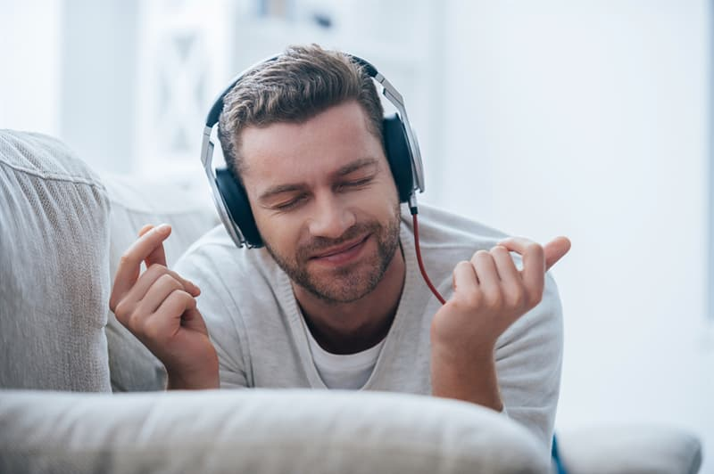 Society Story: #5 If you want to relax or improve your productivity, listen to Mozart