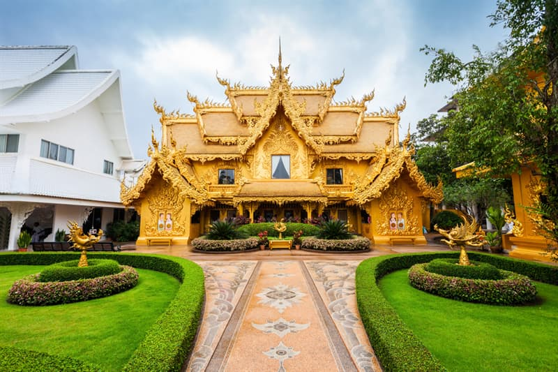 Culture Story: #6 The Golden Building at Wat Rong Khun