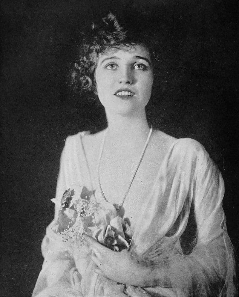 """History Story: #26 Agnes Ayres, an American actress known for her role as Lady Diana Mayo in """"The Sheik"""" (1921)"""