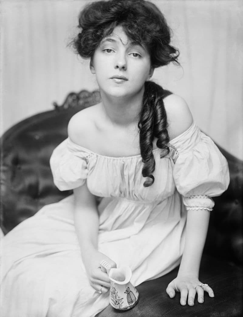 History Story: #5 Evelyn Nesbit, an early fashion and artists' model, one of the first pin-up girls