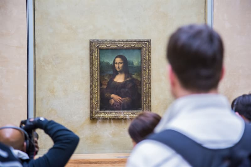 Society Story: #8 The Mona Lisa doesn't have eyebrows because in the Middle Ages women shaved off their eyebrows