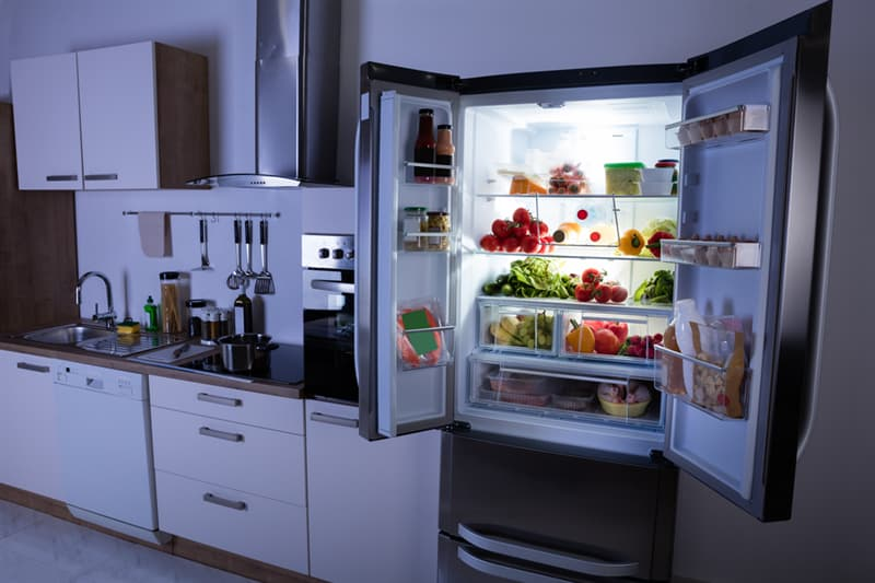 Culture Story: #1 Is it possible to cool down the room if you open the fridge?