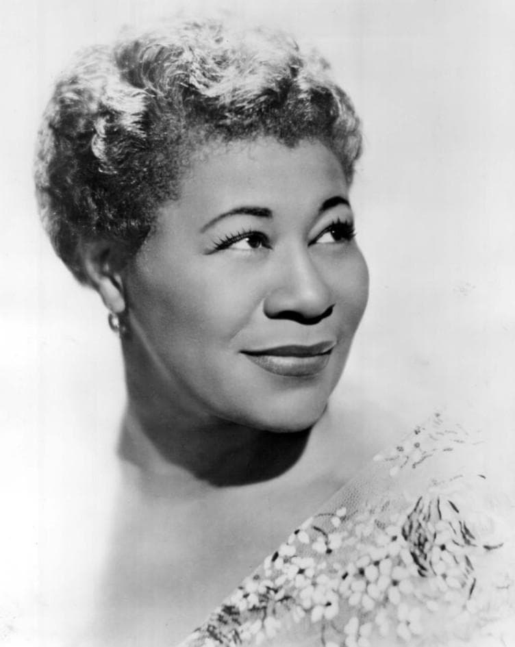 Society Story: 1. Ella Jane Fitzgerald had a troubled childhood. She was born in a quite poor family.