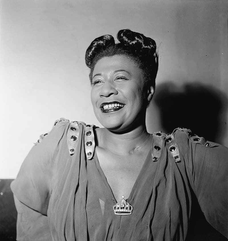 Society Story: 5. After the loss of her mentor Chick Webb, Ella married Benny Kornegay, who had been pursuing her. He had a criminal history and Ella soon realized that the marriage was a mistake and divorced.