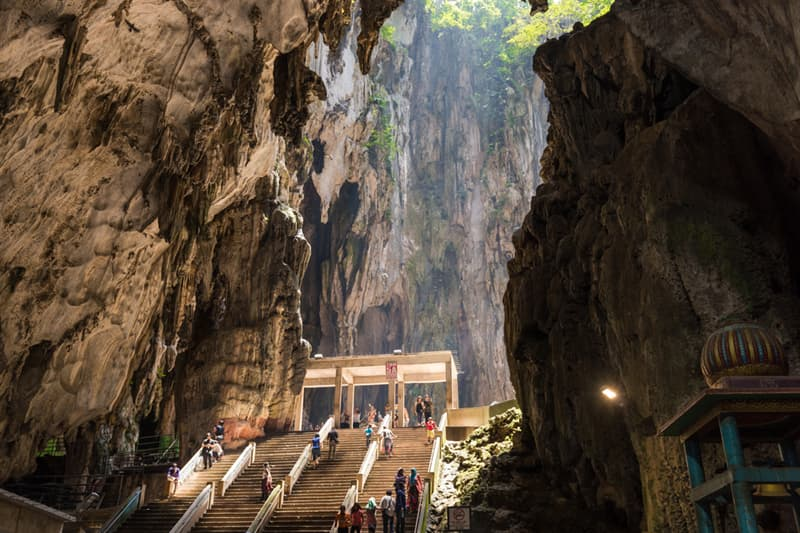 Geography Story: Fantastical caves full of magical atmosphere