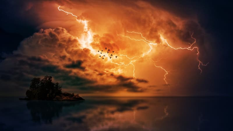Science Story: #6 As a rule, the temperature of lightning is about 50,000 F⁰ (27,760 °C)