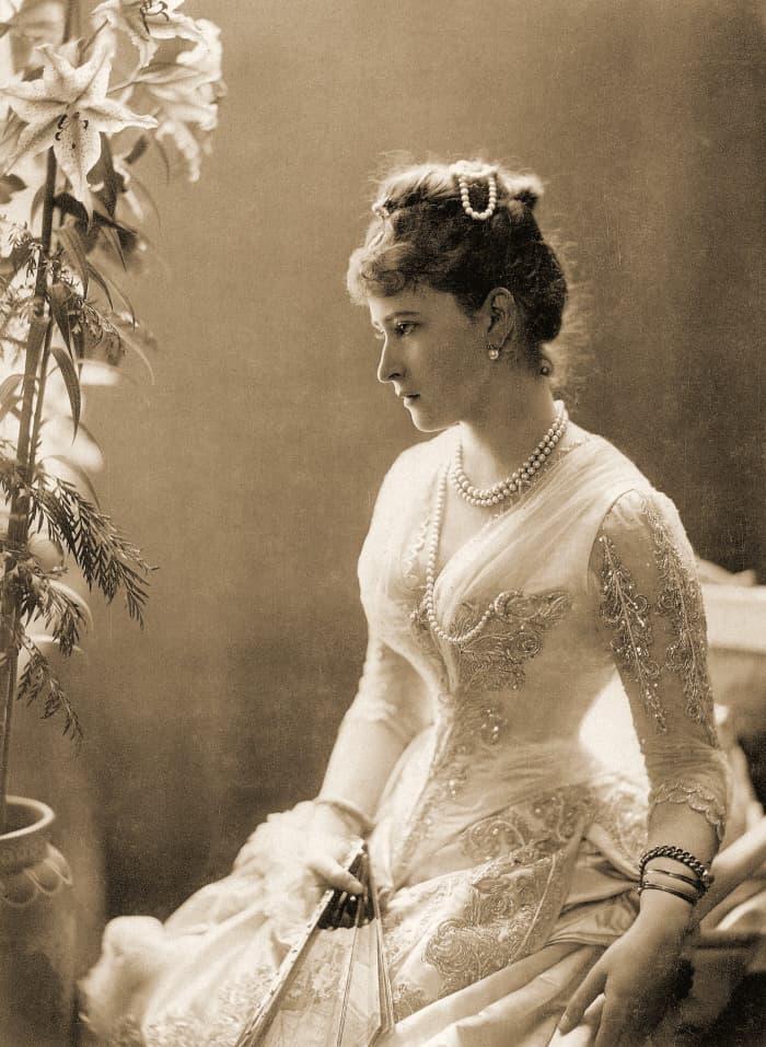 History Story: Princess Elisabeth of Hesse and by Rhine