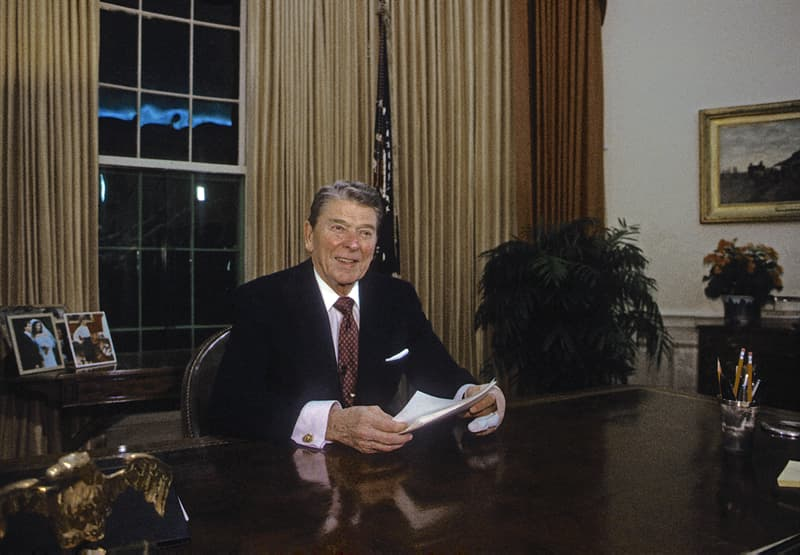 knowledge Story: #6 Ronald Reagan was an unskilled labourer and a lifeguard. He also worked as an actor before entering politics.