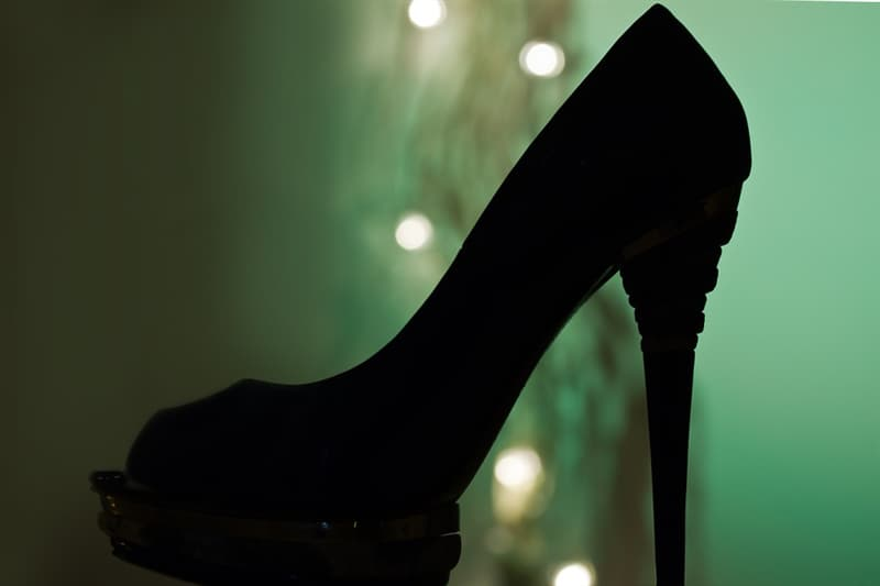 History Story: #3 HIGH HEELS: Persian cavalry soldiers of the 16th century wore shoes with high heels to safely stand up on their stirrups and use the bow while riding a horse