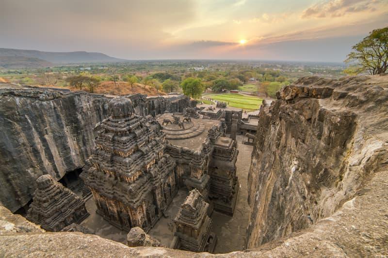 Geography Story: Ellora caves Hindu