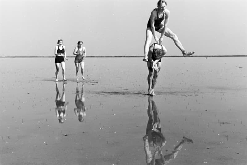 Culture Story: #11 Playing leapfrog on the beach is so much fun!