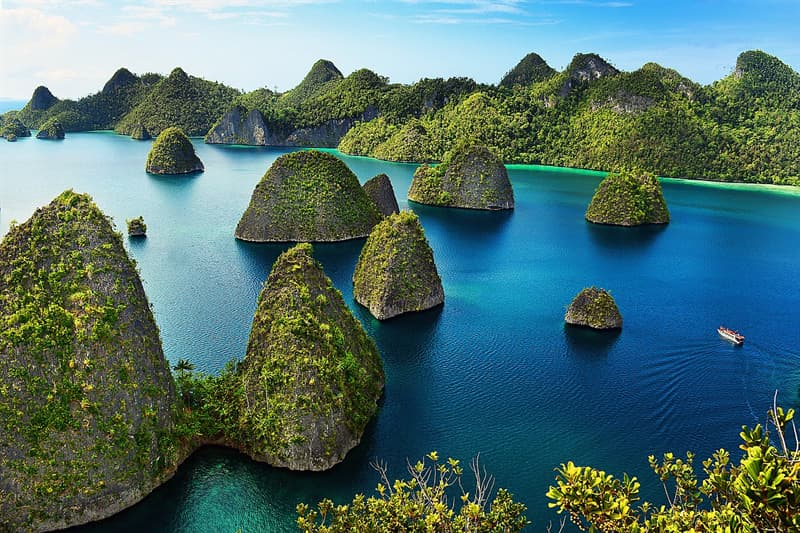 Geography Story: #3 This amazing view will make you long to visit Raja Ampat Islands in Indonesia.