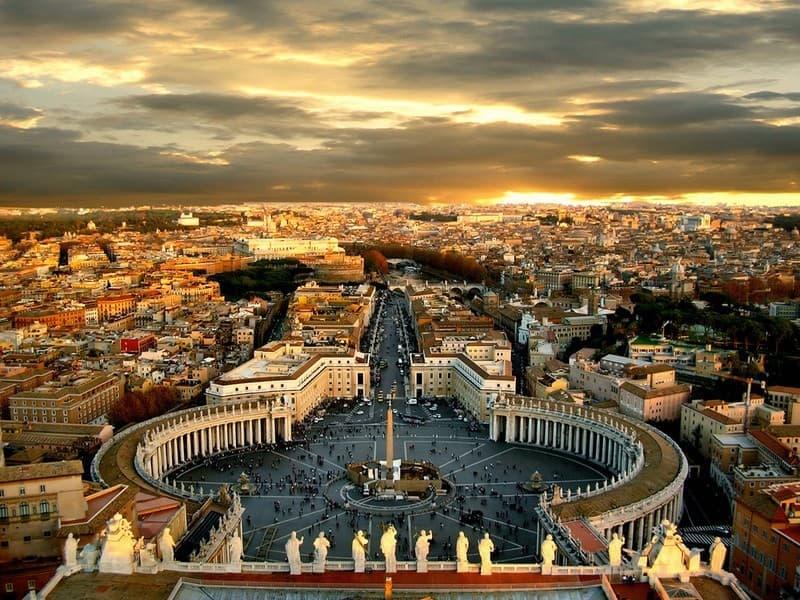 Geographie Wissensfrage: Welcher Staat ist vollständig von Italien umgeben?