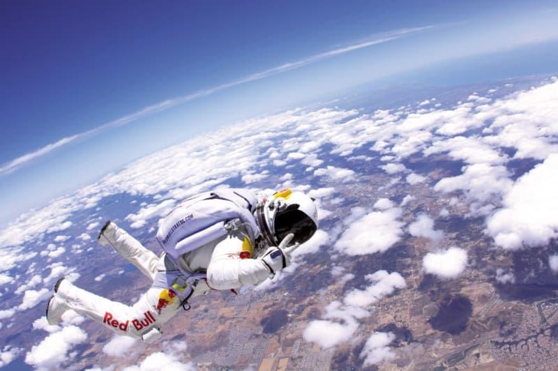 Суспільство Запитання-цікавинка: Який рекорд висоти в стрибках з парашутом?