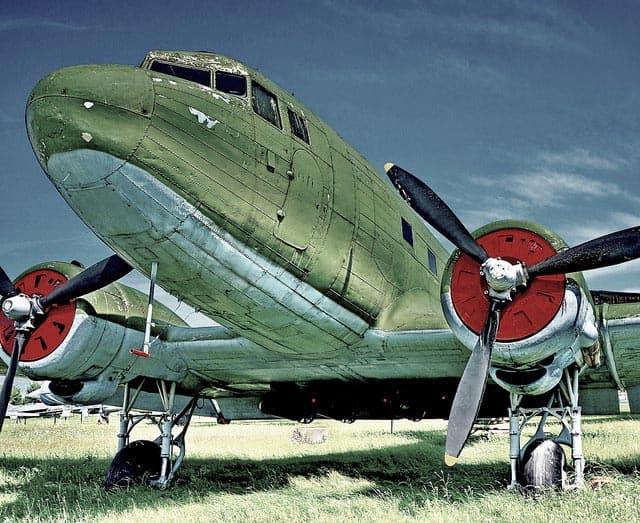 """История Вопрос: Исходя из чего самолёт времён Великой Отечественной войны Ли-2 получил своё наименование """"Ли""""?"""