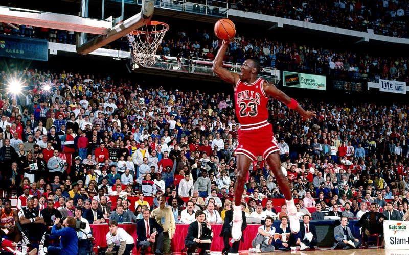 Deporte Pregunta Trivia: ¿Qué jugador de baloncesto de los indicados en las opciones, ha anotado la mayor cantidad de puntos en su carrera en la NBA?