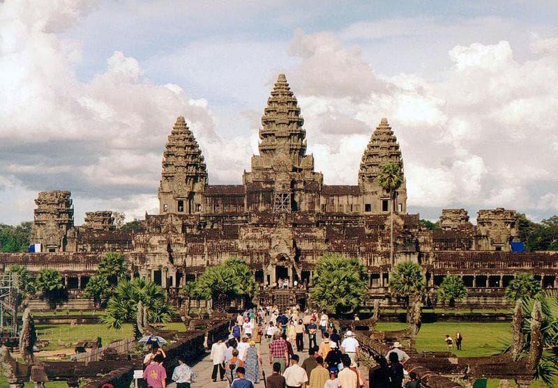 Культура Вопрос: Какому богу посвящен храмовый комплекс Ангкор-ват в Камбодже?