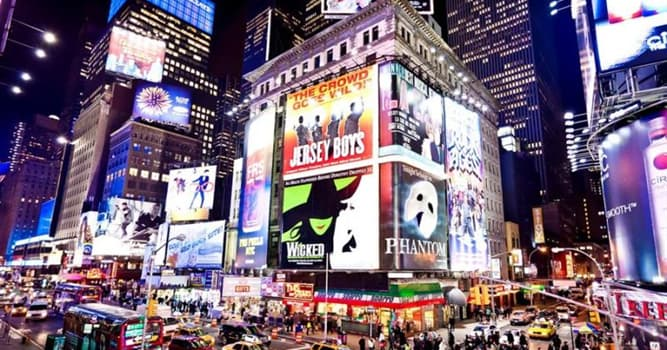 Суспільство Запитання-цікавинка: На честь кого увечері 1 липня 2003 року було погашено всі вогні Бродвею?