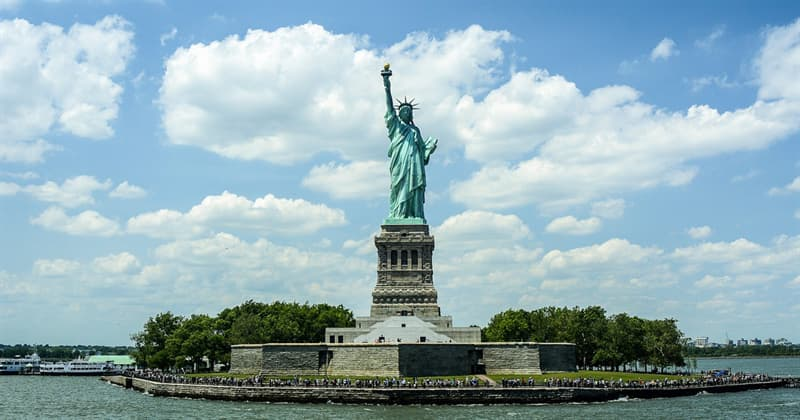 History Trivia Question: In which year was Statue of Liberty delivered to NY?