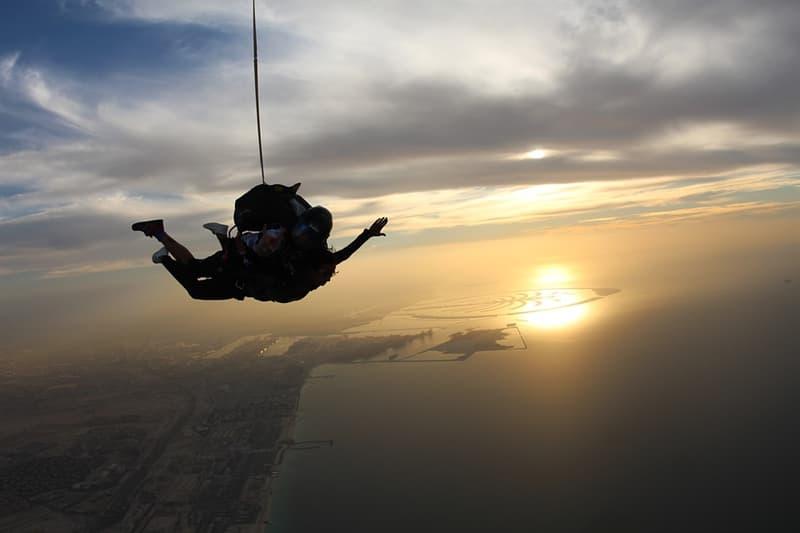 Наука Вопрос: Известно, что в 2012 году профессиональным австрийским парашютистом и бейсджампером Баумгартеном был установлен рекорд высоты прыжка с парашютом - 38969 метров. Однако через 2 года этот рекорд был побит. Кем по профессии оказался новый рекордсмен?
