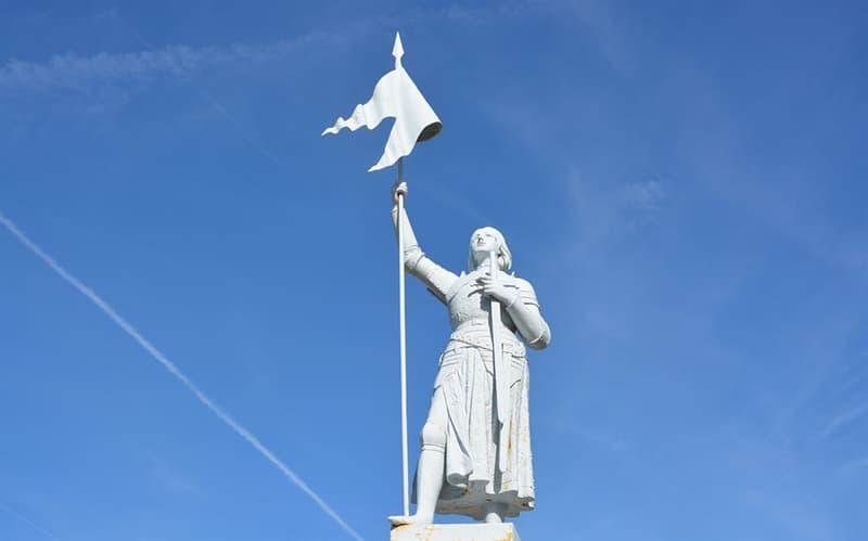 historia Pytanie-Ciekawostka: Joanna d'Arc jest również znana jako Dziewica...