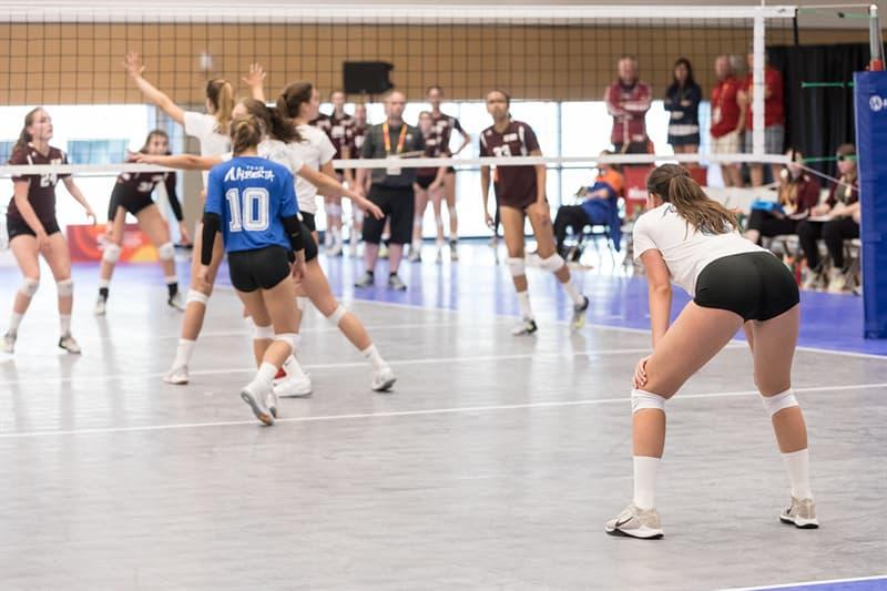 """Спорт Запитання-цікавинка: Скільки гравців знаходиться на полі, граючи за одну команду в спортивній грі """"волейбол""""?"""
