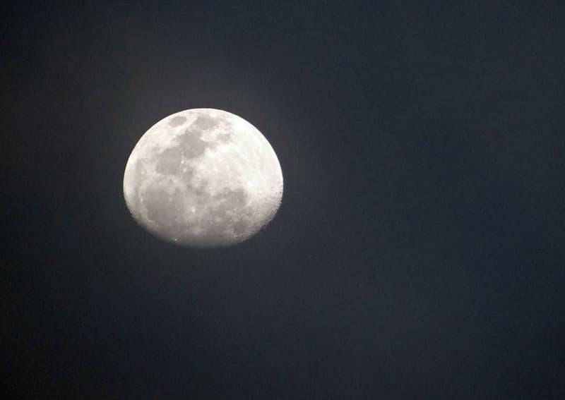 Наука Запитання-цікавинка: Скільки людей ходило по місячній поверхні станом на початок 2016 роки?