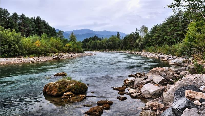 Географія Запитання-цікавинка: Чи існує на нашій планеті річка, яка не впадає ні в море, ні в озеро, ні в іншу річку?
