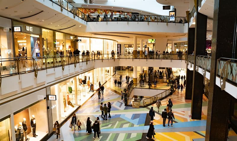 Society Trivia Question: What shopping mall in the US receives more visitors than any other?