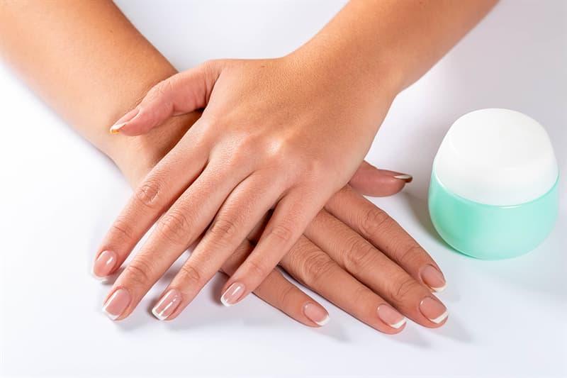 nauka Pytanie-Ciekawostka: Z jakiej substancji są wykonane ludzkie paznokcie?