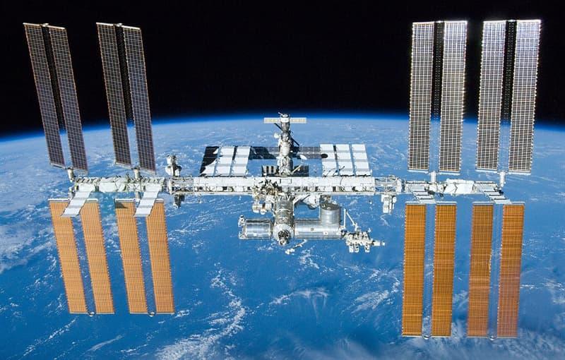historia Pytanie-Ciekawostka: W którym roku zostały połączone ze sobą pierwsze elementy Międzynarodowej Stacji Kosmicznej?