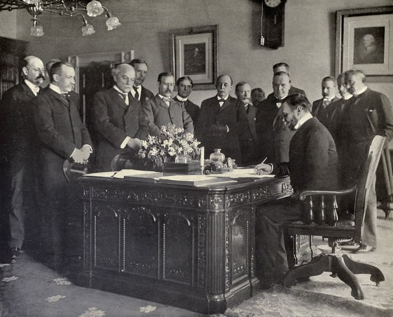 """History Trivia Question: Which war did the """"Treaty of Paris of 1898"""" bring to an end?"""