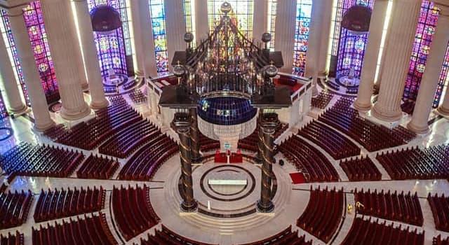 społeczeństwo Pytanie-Ciekawostka: Według Księgi rekordów Guinnessa, jaki jest największy chrześcijański kościół świata?