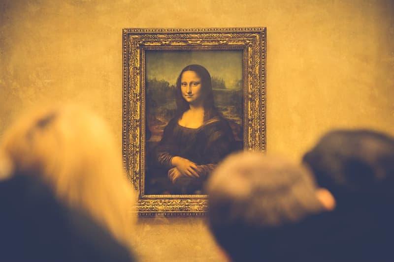 История Вопрос: Что отсутствует у Моны Лизы на картине Леонардо да Винчи?