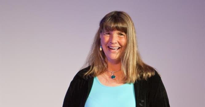 Gesellschaft Wissensfrage: Was hat Lynne Cox als erste Frau gemacht?