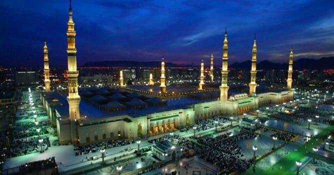 Sociedad Pregunta Trivia: ¿A qué ciudad siempre miran los musulmanes cuando rezan cinco veces al día?