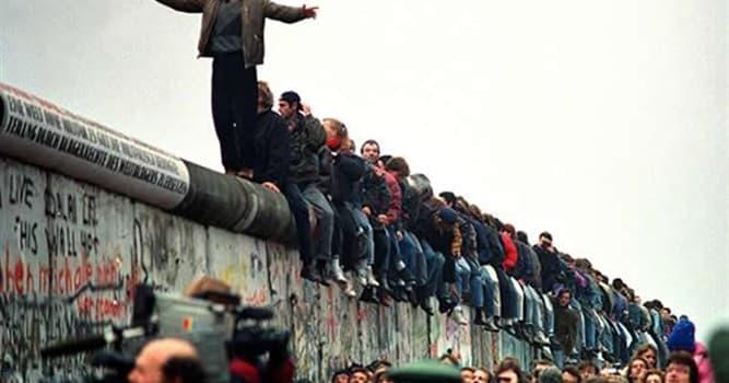 Historia Pregunta Trivia: ¿Cuándo fue la caída del Muro de Berlín?