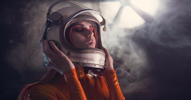 Общество Вопрос: Кто из этих женщин стала первой в мире женщиной-космонавтом?