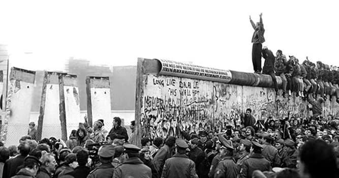 History Trivia Question: What was the wall that divided a major German city into 2 parts?